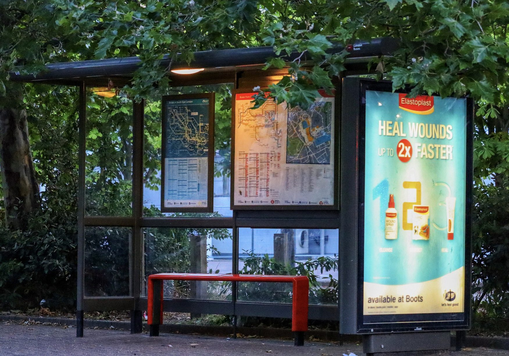 bus-stop-4354935_1920